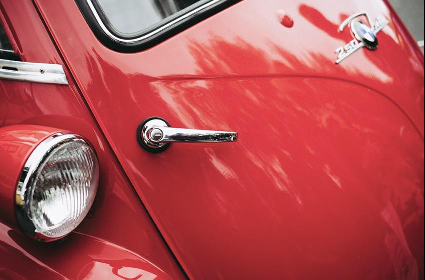 Faire briller sa voiture avec un polish