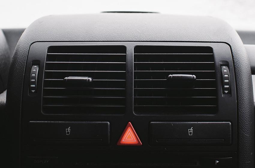 Comment nettoyer les plastiques intérieurs et extérieurs de sa voiture ?