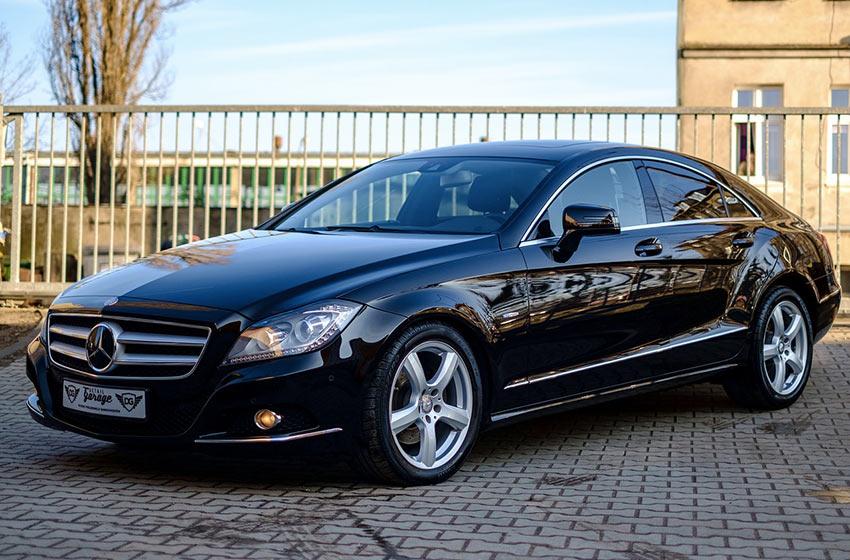 Comment laver et entretenir une voiture noire ?