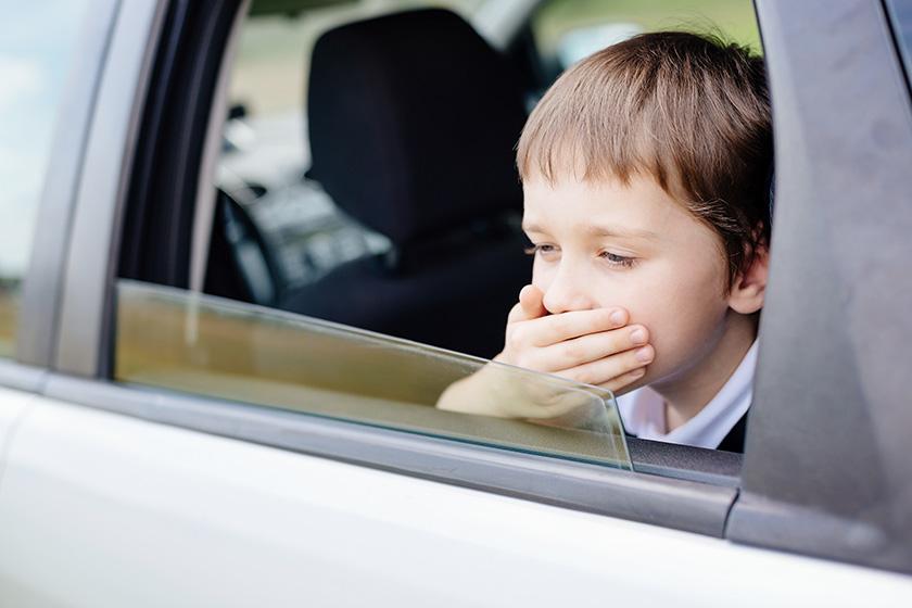 Comment nettoyer les taches de vomi dans une voiture ?