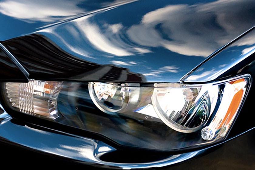 Comment nettoyer ses phares de voiture et les entretenir ?