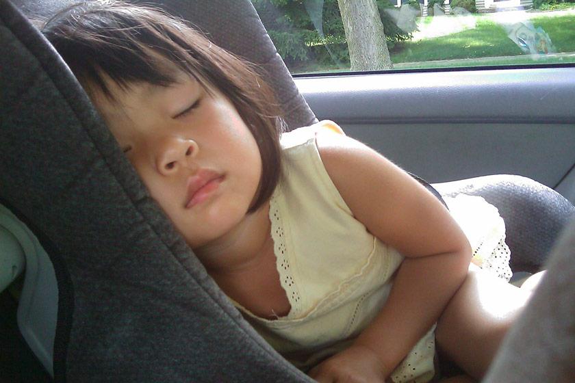 Nettoyer le siège auto de bébé: comment faire?