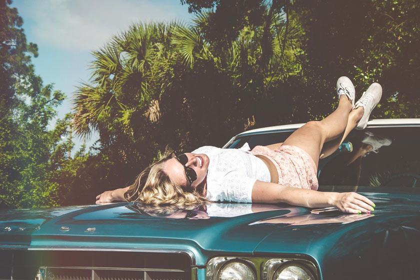 Comment enlever les taches de crème solaire sur la carrosserie et les revêtements intérieurs?