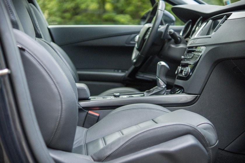 Nettoyage de l'intérieur d'une voiture: quelles sont les étapes?