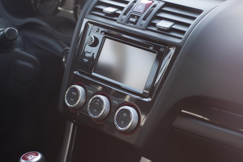 Comment enlever les rayures sur les plastiques intérieurs de la voiture ?
