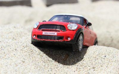 Les astuces pour se débarrasser du sable dans une voiture